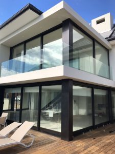 frameless glass window